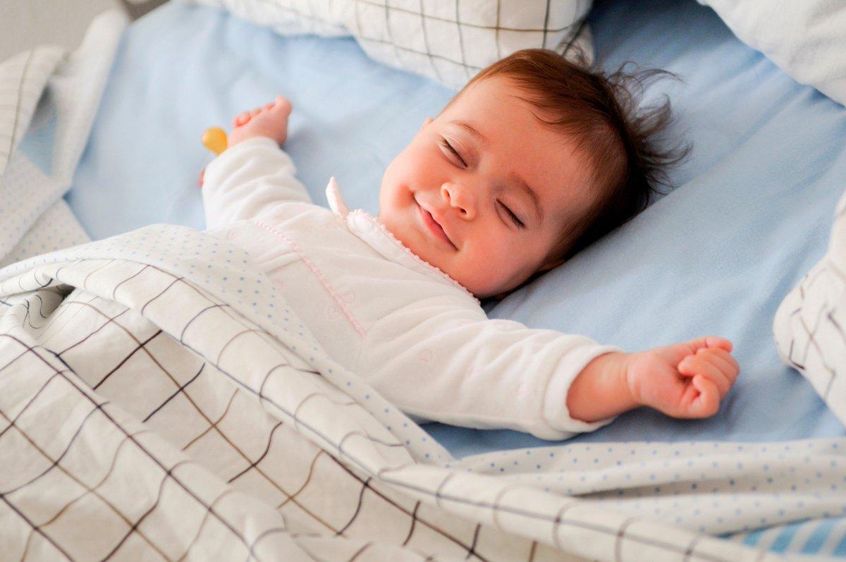 Улыбающийся мальчик во сне означает, что для вас наступят счастливые времена.